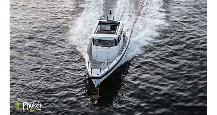Limpopo-30-foot-cabin-boat-1