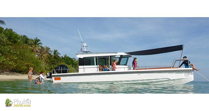 Limpopo-30-foot-cabin-boat-2