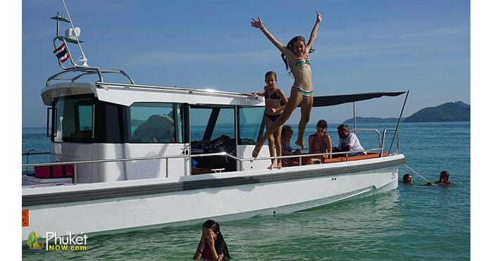 Limpopo-30-foot-cabin-boat-3