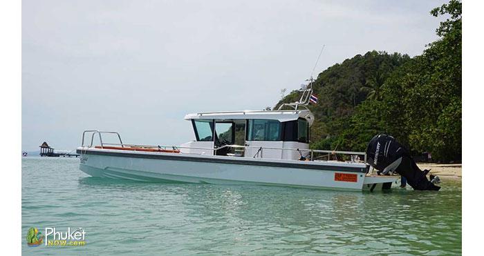 Limpopo-30-foot-cabin-boat-6