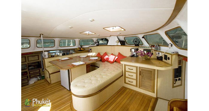 Overnight-Charter-Yacht-for-8-Guests-2