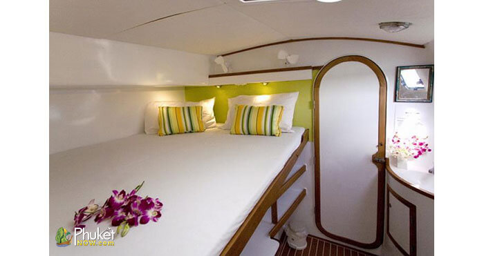 Overnight-Charter-Yacht-for-8-Guests-4